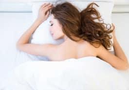 8 reasons why you should sleep naked