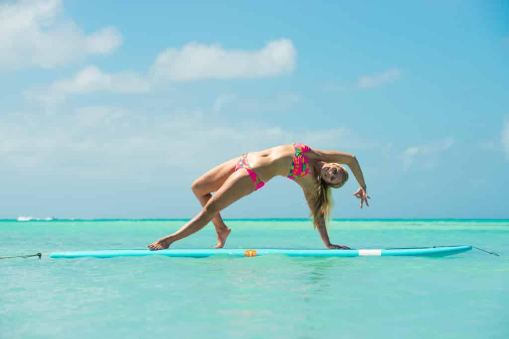 Rachel Brathen fitness gir island yoga